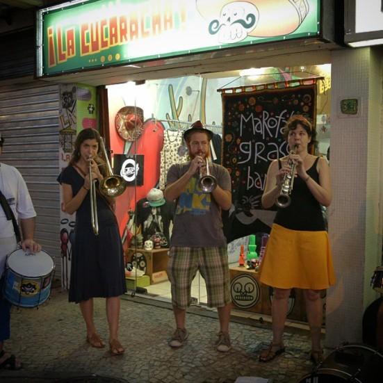 Marofa Grass Band em frente a Loja La Cucaracha em Ipanema/RJ